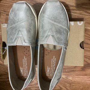 Toms Youth White Gold Metallic Slip Ons